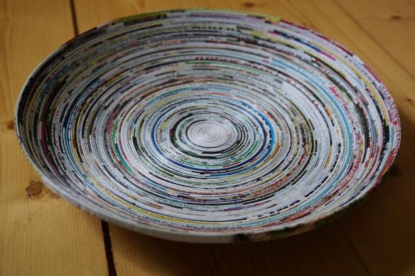 recycelte Schale aus Zeitungspapier von El Puente